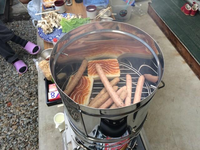 鱧のかまぼことハーブウィンナーの燻製