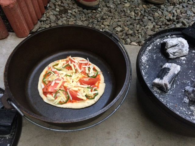 ダッジオーブンでピザ